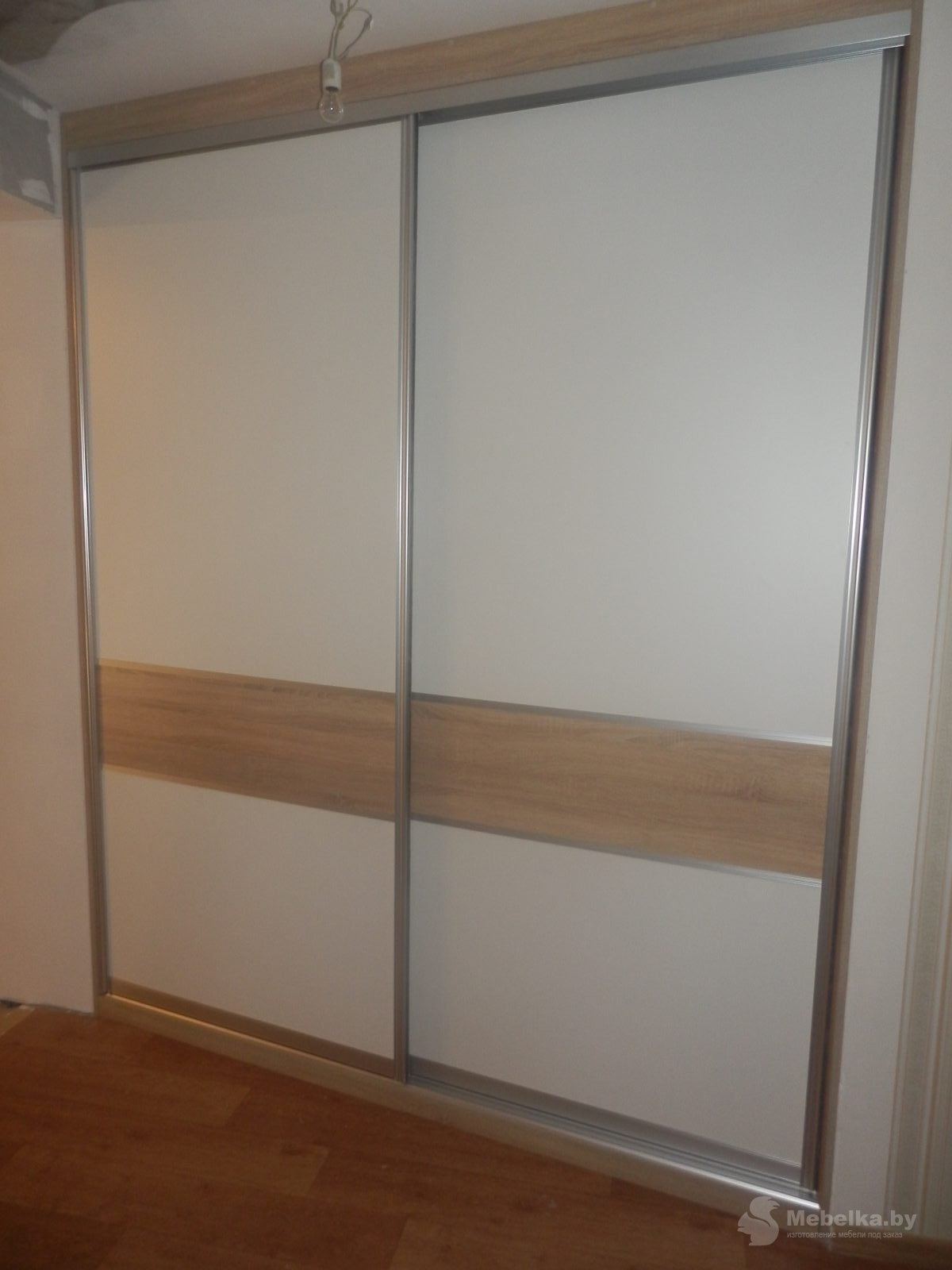 Двери-купе гардеробной, белый и дуб