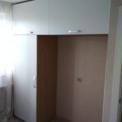 Одностворчатый шкаф с консольной антресолью. Вид 1