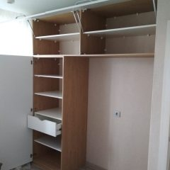 Одностворчатый шкаф с консольной антресолью. Вид 2