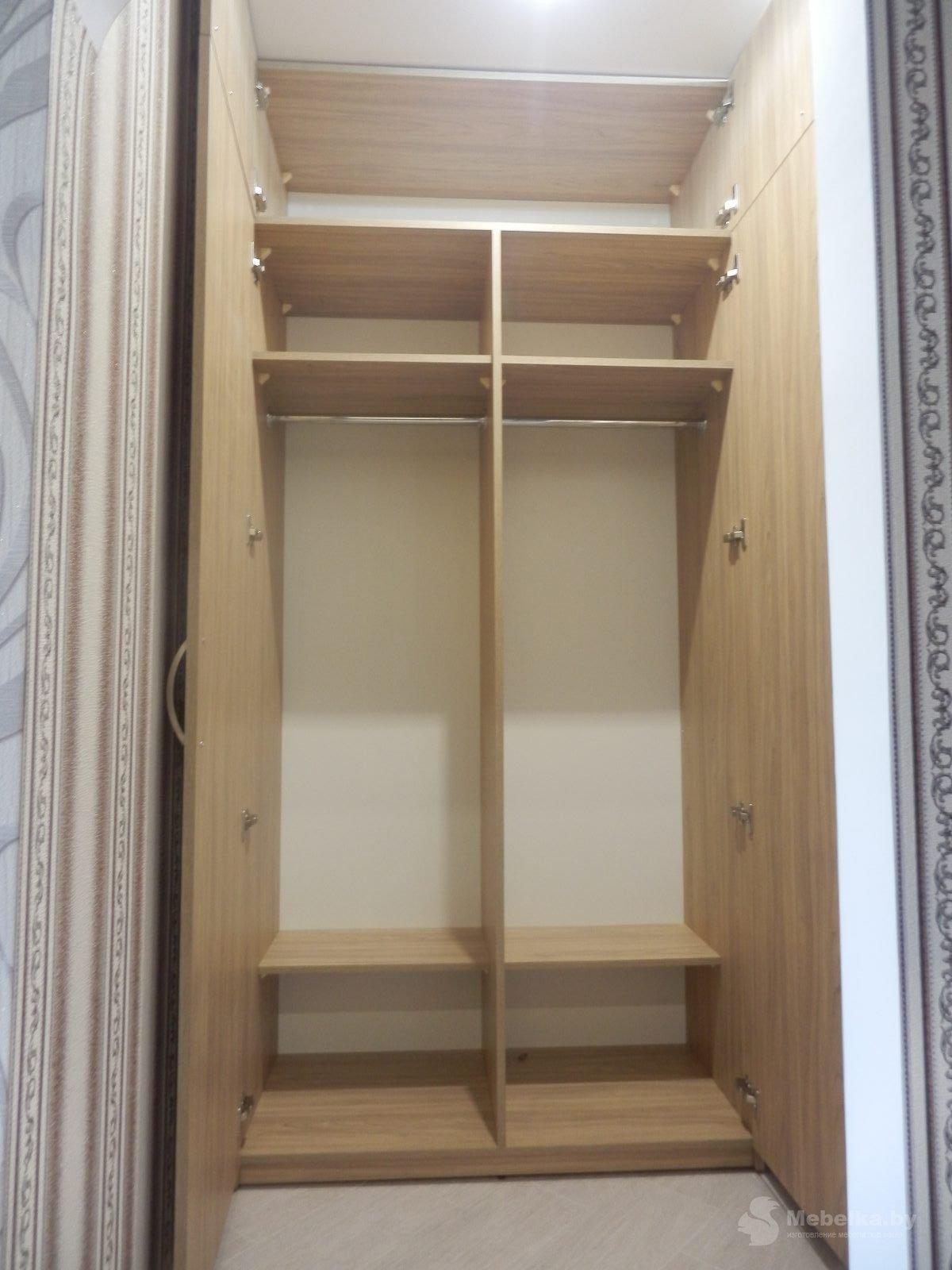 Прихожая со шкафом и антресолью, открытый шкаф