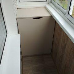 Шкафчик на балкон светлый