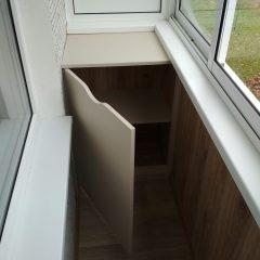 Шкафчик на балкон светлый, открыт