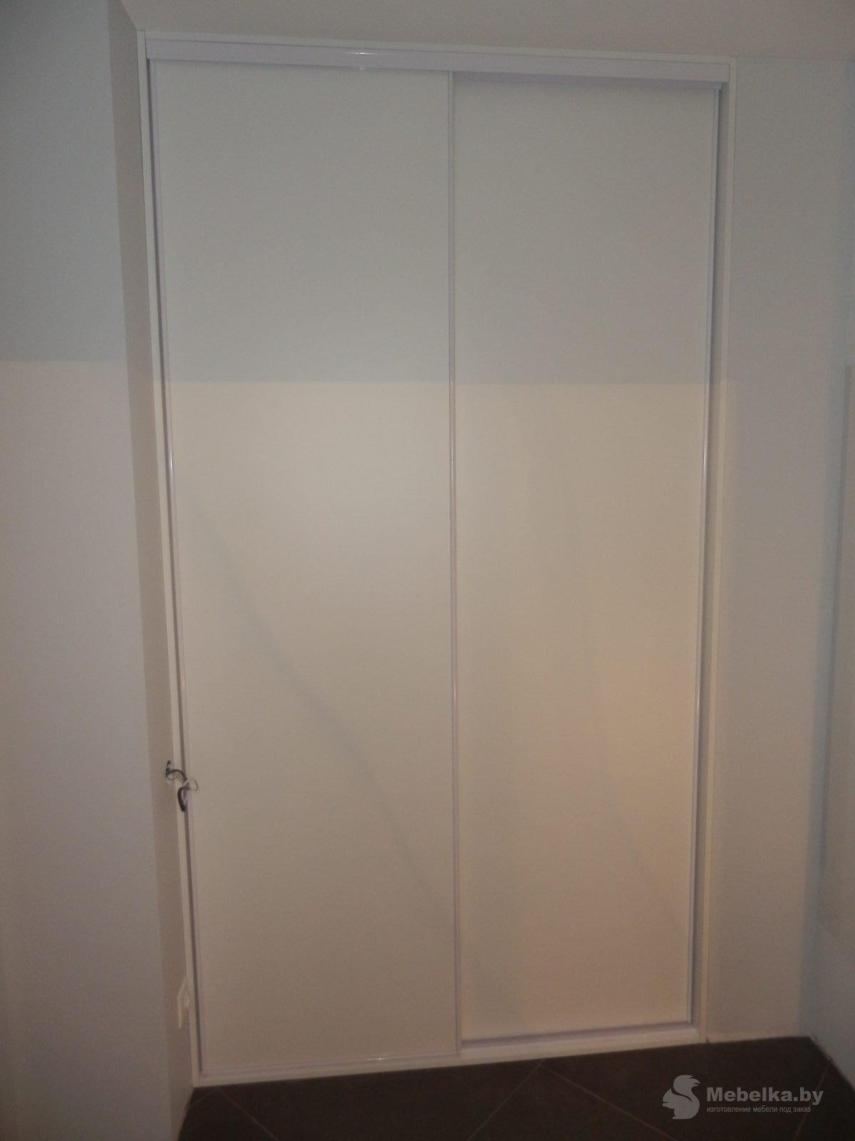 белые двери-купе гардероной, второй вид