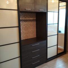 шкаф-купе с открытой нишей под телевизор вид 1