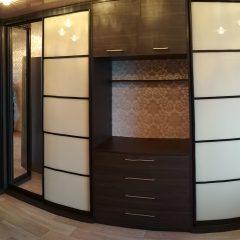 шкаф-купе с открытой нишей под телевизор вид 3