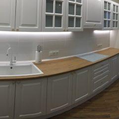 Классическая прямая кухня с пеналом, второй вид