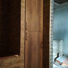 Одностворчатый шкаф в нише в ванной