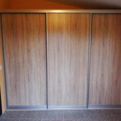 Простой шкаф-купе для верхней одежды вид 1