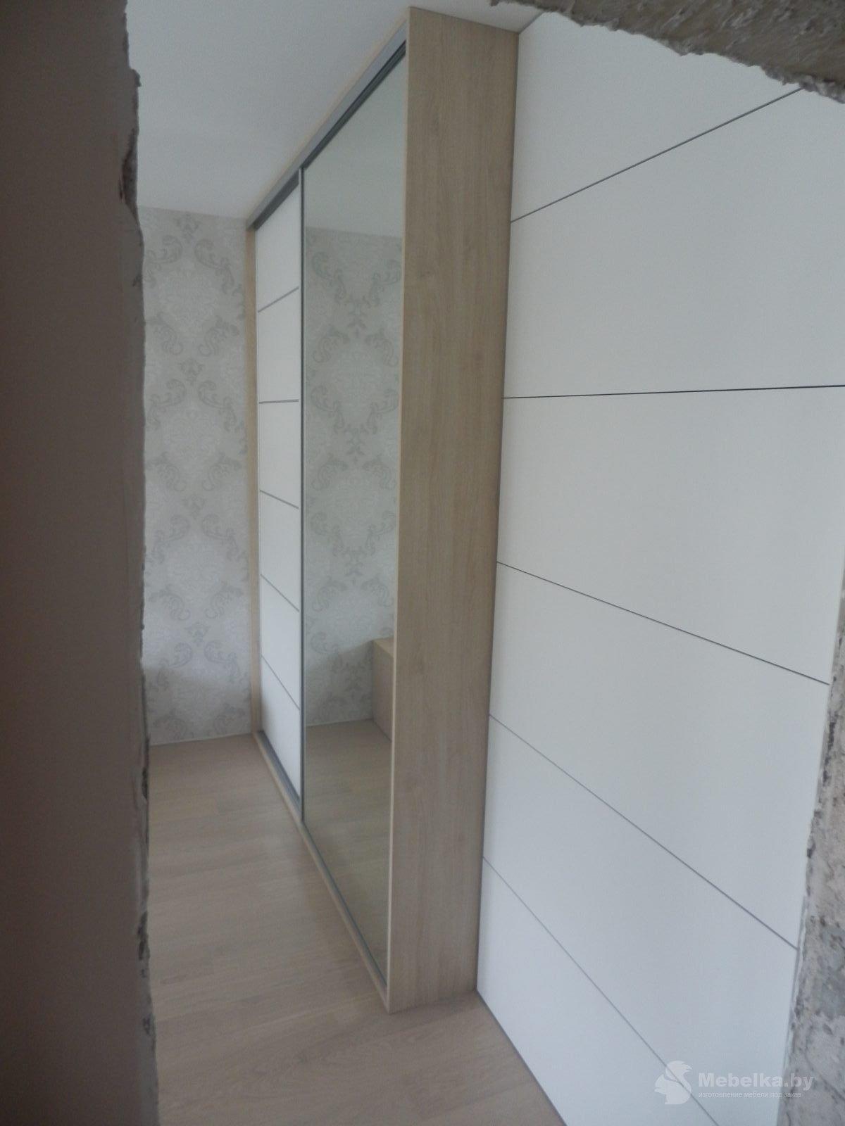 Шкаф-купе белый с зеркалом в спальне вид 3