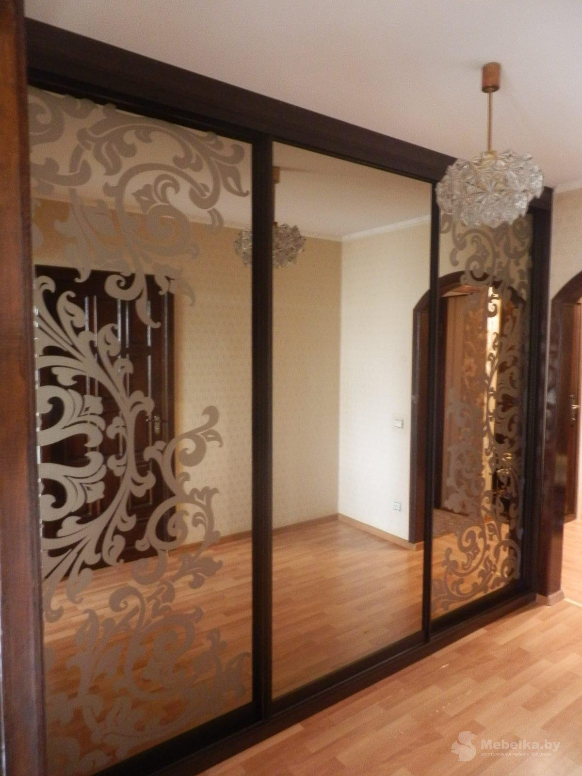 Шкаф-купе с пескоструйным рисункрм на зеркале бронза вид 1