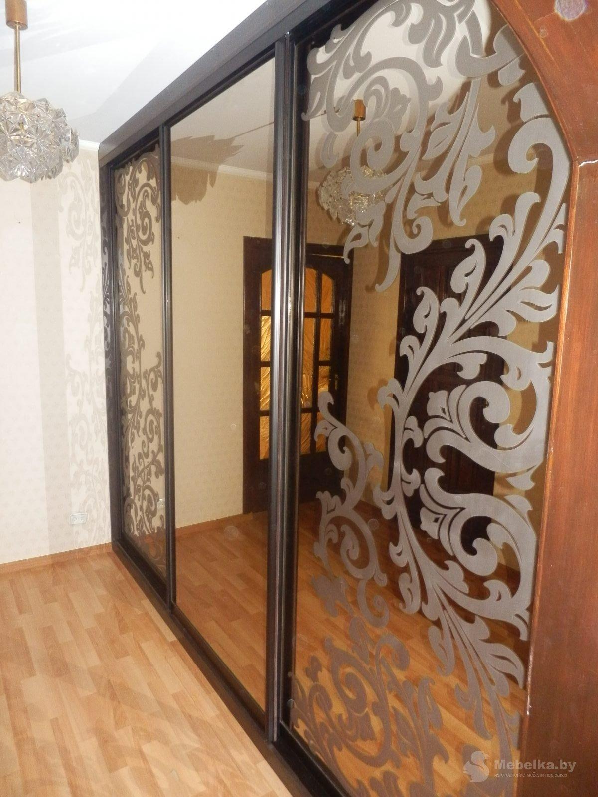 Шкаф-купе с пескоструйным рисункрм на зеркале бронза вид 2