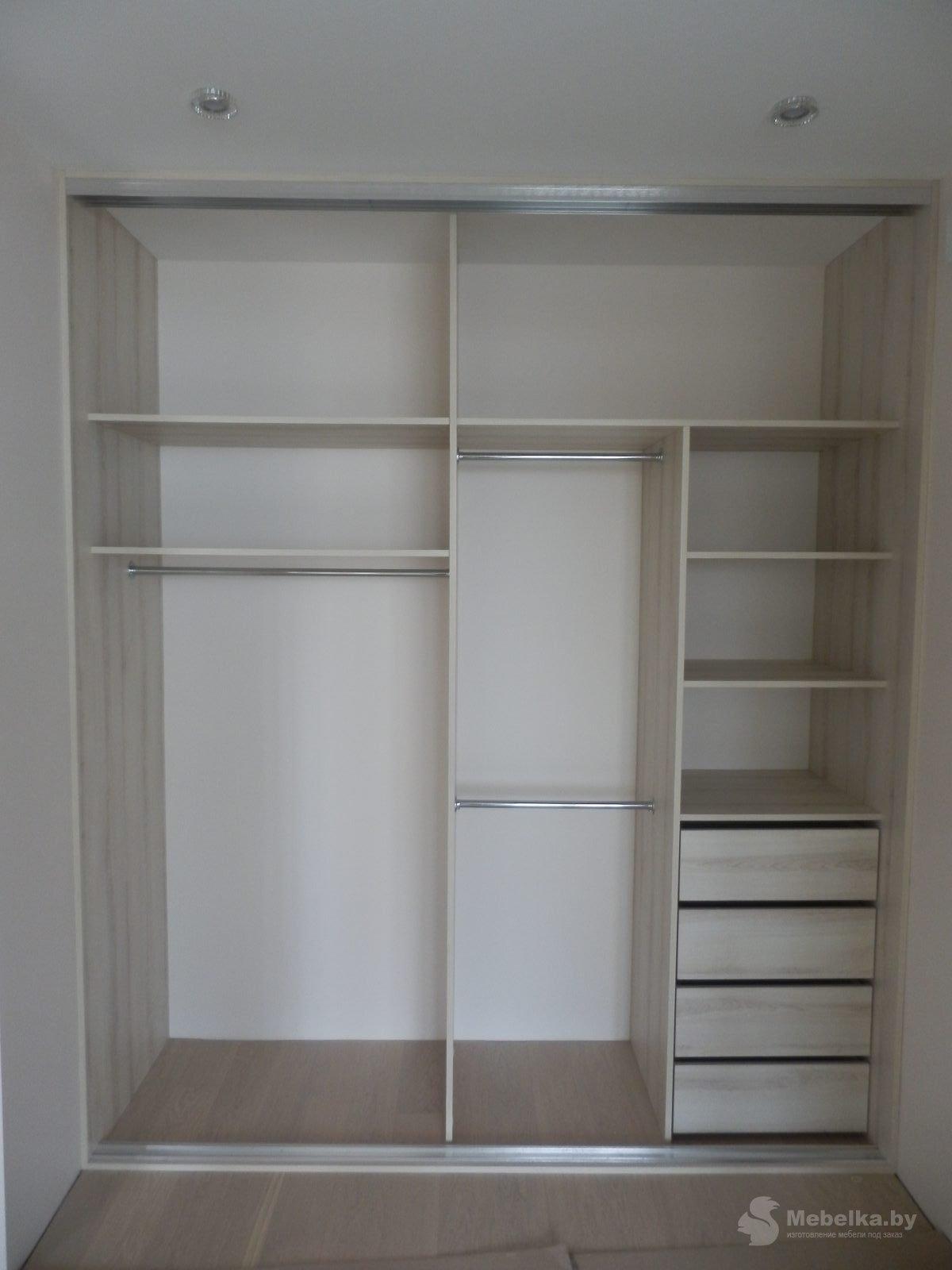 Шкаф-купе с вертикальным разделением вид 2