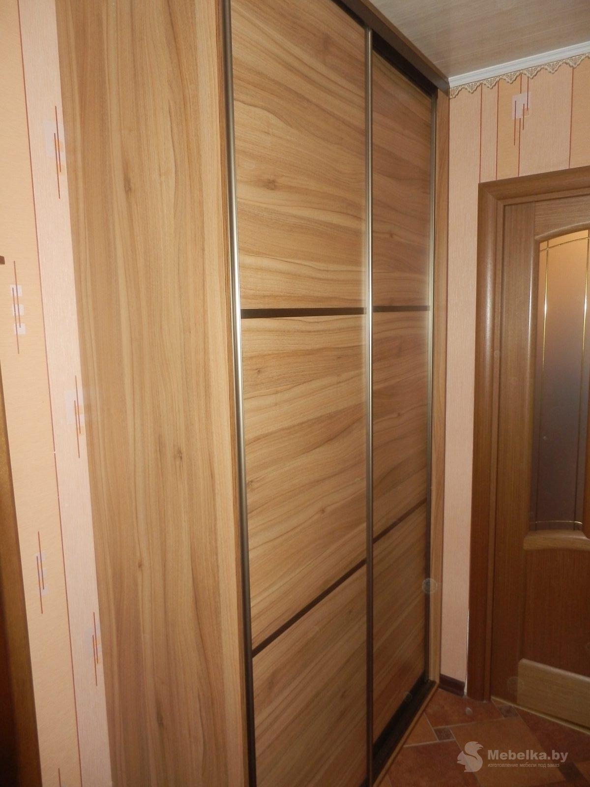 Шкаф-купе в коридоре возле кухни