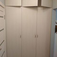 Трехстворчатый шкаф в прихожую вид 3