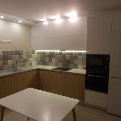 Угловая кухня белый и дуб