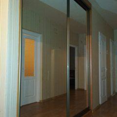 Зеркальные двери-купе гпрдеробной