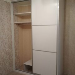 Белый глянцевый шкаф-купе. МДФ AGT (2)