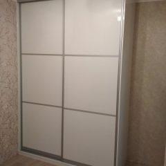 Белый глянцевый шкаф-купе. МДФ AGT (3)