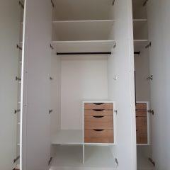 Белый распашной шкаф с графитовыми ручками (10)