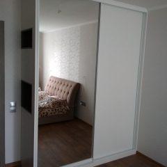 Белый шкаф-купе с нишами (4)