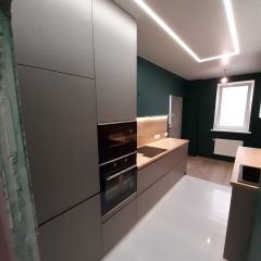 Кухня с зелеными стенами (11)