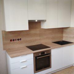 Маленькая белая кухня с пеналом и столешницей Дуб Небраска (3)