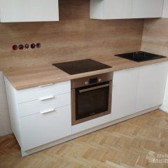 Маленькая белая кухня с пеналом и столешницей Дуб Небраска (4)