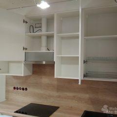 Маленькая белая кухня с пеналом и столешницей Дуб Небраска (7)