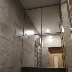 Подвесной шкафчик в ванной с зеркалом (1)