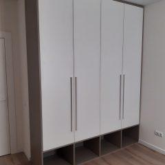Распашной шкаф с нишами внизу (1)