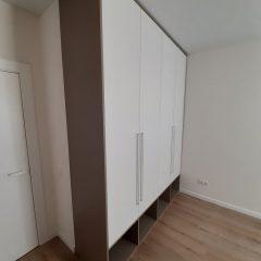 Распашной шкаф с нишами внизу (5)