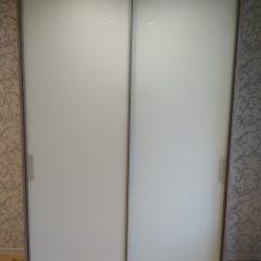 Шкаф бетон светлый и белое стекло (2)
