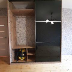 Шкаф-купе с черным стеклом (1)