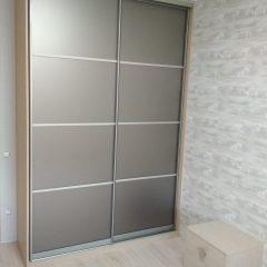 Шкаф-купе с прикроватными тумбами. Наполнение дверей зеркало бронза сатин (6)