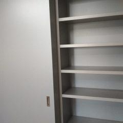 Шкаф-купе со стеллажем. Подвесная система (скрытые направляющие) (2)