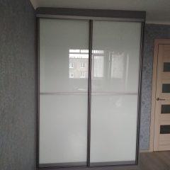 Шкаф-купе цвета графит, наполнение дверей стекло лакобель (2)
