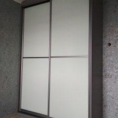 Шкаф-купе цвета графит, наполнение дверей стекло лакобель