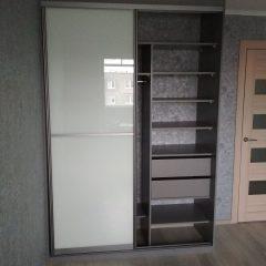 Шкаф-купе цвета графит, наполнение дверей стекло лакобель (4)