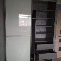Шкаф-купе цвета графит, наполнение дверей стекло лакобель (5)