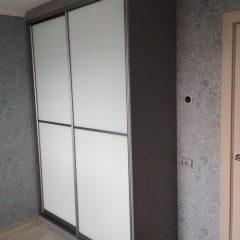 Шкаф-купе цвета графит, наполнение дверей стекло лакобель (7)