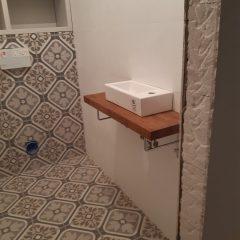 Шкафчик в санузел с люком для комуникаций (10)