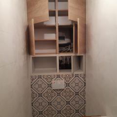 Шкафчик в санузел с люком для комуникаций (12)