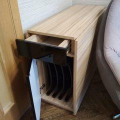 Стол-книга с отсеком для хранения складных стульев (3)
