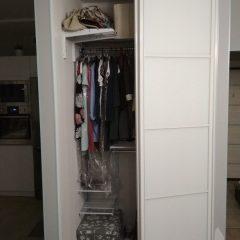 Угловой шкаф-купе с гардеробной системой Planum. наполнение дверей стекло мателак (3)