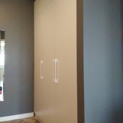 Встроенный белый шкаф (1)