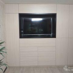 Встроенный распашной шкаф с нишей под ТВ (1)