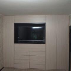 Встроенный распашной шкаф с нишей под ТВ (2)
