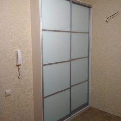 Встроенный шкаф-купе. двери стекло Лакобель
